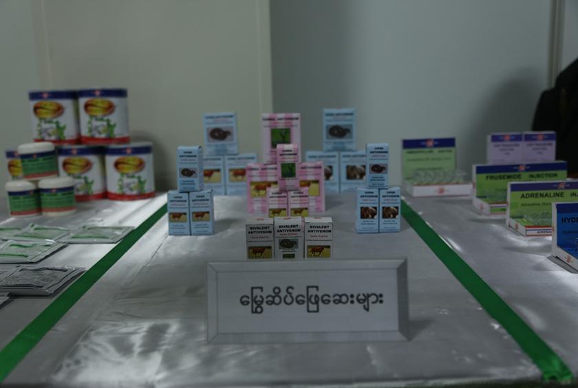 ဆေးဝါးစက်ရုံ (အင်းစိန်) က ထုတ်လုပ်လျက်ရှိသော မြွေဆိပ်ဖြေဆေးများကို တွေ့ရစဉ်