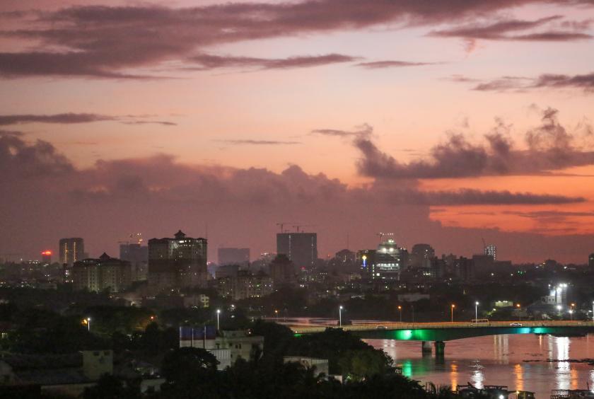 ရန်ကုန်မြို့တွင်း တစ်နေရာအား ညနေပိုင်းက တွေ့ရစဉ် (ဓာတ်ပုံ - ကြည်နိုင်)